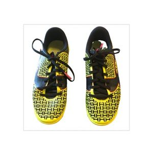 Under Armour force soccer cleats